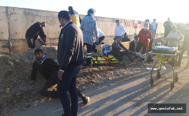 İnşaat İşçilerini Taşıyan Minibüs Kaza Yaptı 9 Yaralı