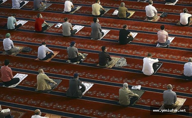 Camilerde Yeniden 5 Vakit Namaz Cemaatle Kılınacak