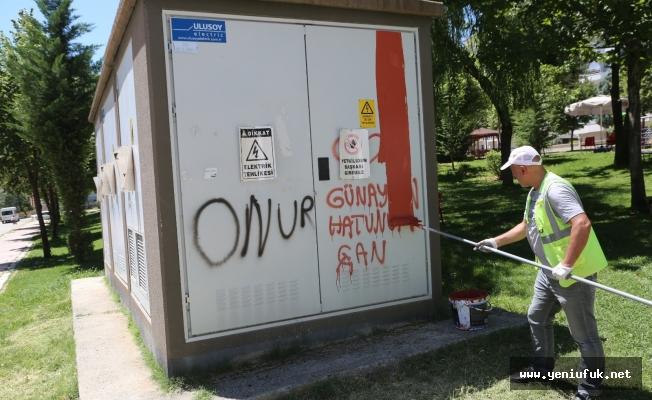 Belediye Ekipleri Duvar Yazılarını Temizledi
