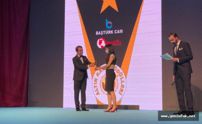 Bera Nur Çam Yılın En İyi Kadın Sunucu Ödülünü Aldı