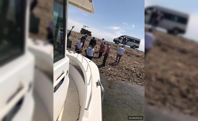 Jandarma Bot Timi, Teknesi Bozulan Ailenin Yardımına Koştu