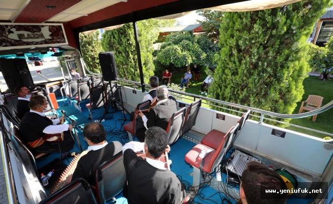 Elazığ Belediyesi Kürsübaşı Ekibinden Yaşlılara Özel Konser