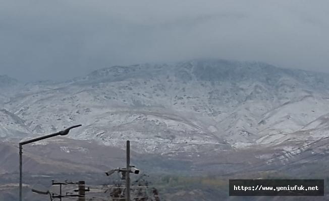 Elazığ'da Mevsimin İlk Karı Yağdı