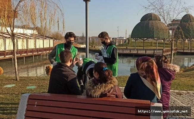 Elazığ İHH ekipleri tarafından ücretsiz sıcak salep ikramı yapıldı