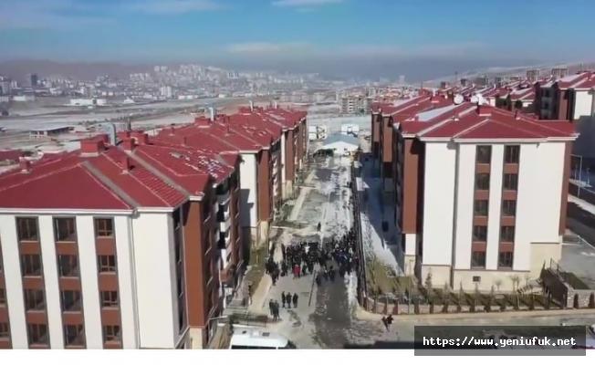 Cumhurbaşkanı Erdoğan Helikopterle Deprem Konutlarını İnceliyor