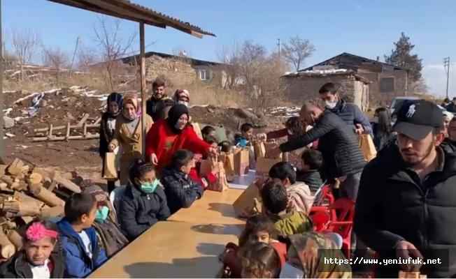 Gönüllü Gençler Depremzede Çocukların Yüzünü Güldürdü