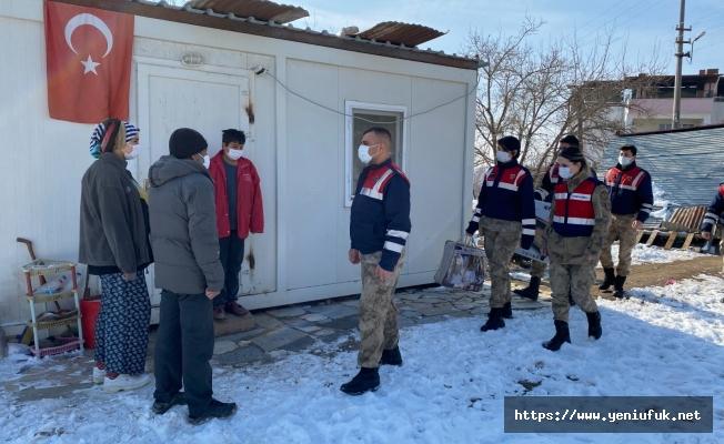Jandarma'dan Depremzedelere anlamlı ziyaret