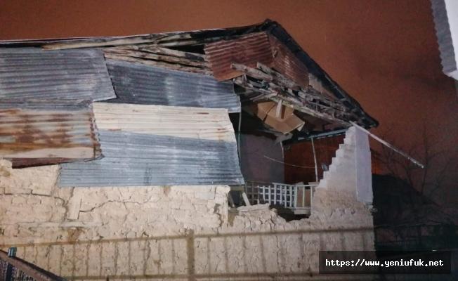 Yoğun Kar Yağışı Nedeniyle Kerpiç Ev Çöktü