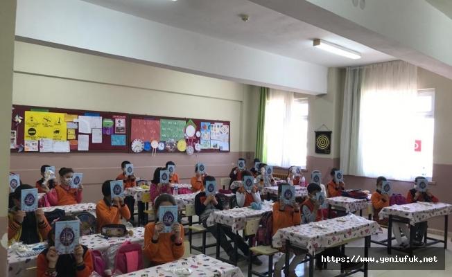 Palu İHH' den Öğrencilere 40 Hadis Kitabı