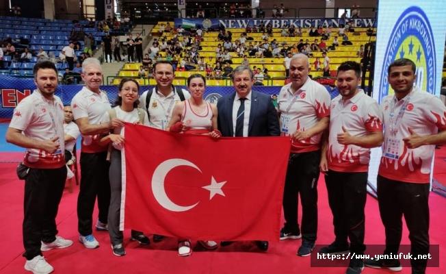 Şampiyon Zelal Şengür