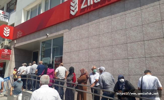 Bankalarda Son Gün Mağduriyeti Yaşandı