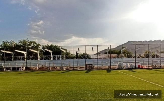 Palu ilçe stadında yenileme çalışmaları devam ediyor