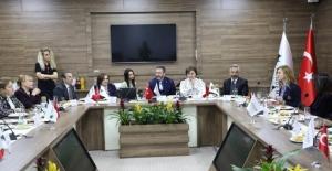 Prof. Dr. Açık, Kocaeli'nde Üniversite-Sanayi İşbirliği Toplantısında