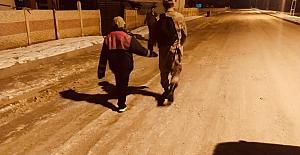 Jandarma Kayıp Çocuğu Bularak Ailesine...