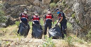 Jandarma ekipleri takdir toplamaya devam ediyor
